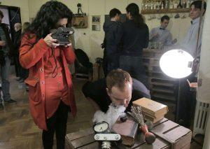 Белий Ден помага на певицата Мария Грънчарова да направи интересна композиция
