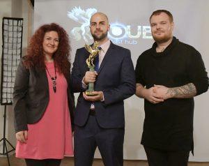 Лилия Йотова, Васко Василев и Белий Ден позират със златния Voubs